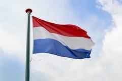 Nederlandse vlag die in de lucht golven Royalty-vrije Stock Foto