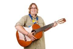 Nederlandse vrouwelijke verkenner met gitaar Stock Afbeeldingen