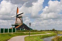 Nederlandse windmolen in Zaans Schans Royalty-vrije Stock Foto's