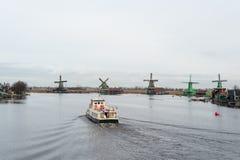Nederlandse Windmolens in Zaanse Schans nabijgelegen Amsterdam Nederland royalty-vrije stock fotografie