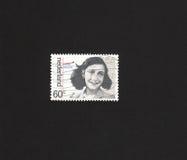 Nederlandse zegel met beeld van Anne Frank. Stock Foto