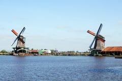 Nederländskt väderkvarnlandskap Arkivfoton