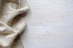 Nedersta linnetyggräns i ett naturligt neutralt vävt material fotografering för bildbyråer