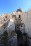 Nedersta sikt av al-Aqsamoskékupolen Arkivbild