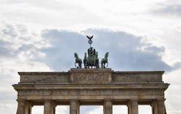 Nedersta sikt av den Branderburg porten fotografering för bildbyråer