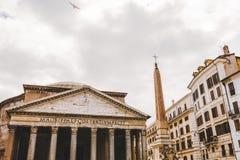 nedersta sikt av panteon och obelisken fotografering för bildbyråer