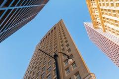 Nedersta sikt av streetlighten och skyskrapor, Atlanta, USA Royaltyfri Foto