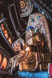 Nedersta sikt på en sittande Buddha royaltyfria bilder