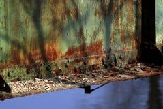 Nedfläckad grön metallstruktur Fotografering för Bildbyråer