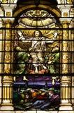 nedfläckada fönster för katolsk kyrka Arkivfoton