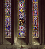 nedfläckada fönster för kyrkligt exponeringsglas Royaltyfri Foto