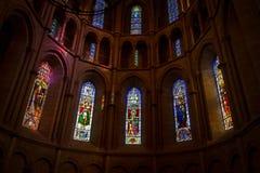 nedfläckada fönster för kyrkligt exponeringsglas Royaltyfri Bild