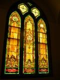 nedfläckada fönster för kyrkligt exponeringsglas Arkivbild