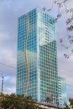 nedfläckada fönster för välvt arkitektoniskt elementexponeringsglas Arkivfoto