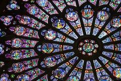 nedfläckadt fönster för härligt exponeringsglas Arkivfoton