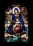 nedfläckadt fönster för kyrkligt exponeringsglas Royaltyfri Bild