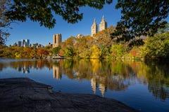 Nedgång i Central Park på sjön, New York City Arkivbilder