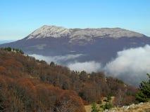Nedgång i Crimean berg Arkivfoto