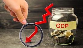 Nedgång och minskning av BNP - fel och sammanbrott av ekonomi a royaltyfria foton