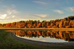 Nedgång på sjön Royaltyfria Bilder