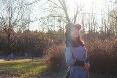 Nedgång ung asiatisk kvinna 4 för höst royaltyfria bilder