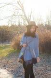 Nedgång ung härlig asiatisk kvinna 9 för höst arkivbild