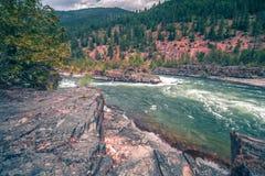 Nedgångar för Kootenai flodvatten i montana berg Royaltyfri Bild