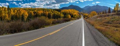 Nedgångfärg, panorama för Colorado huvudväg 145 Royaltyfri Fotografi