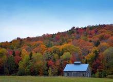 Nedgångfärger av New England på en lantgård Arkivbild
