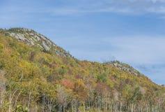 Nedgångfärger på det Pitchoff berget Royaltyfri Bild