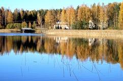 Nedgångfärger på sjön Saimaa Royaltyfria Bilder