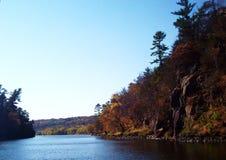 Nedgångfärger på Sten Croix River Royaltyfri Bild