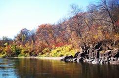 Nedgångfärger på Sten Croix River Arkivfoton