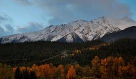 Nedgångfärger under Mt Currie Fotografering för Bildbyråer