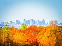 Nedgångfotografi av Bostons horisont på en solig dag royaltyfri bild