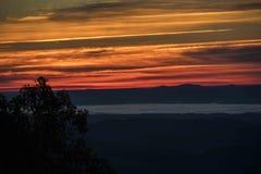 Nedgångsoluppgång över den norr Carolina Blue Ridge Arkivbilder