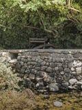 Nedgångstenar parkerar rekreationsområde Vår av den Hermon floden Royaltyfri Fotografi