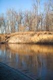 Nedgångplats på den djupfrysta floden Royaltyfria Bilder
