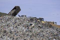 Nedgrävning av sopor arkivfoto