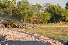 Nedgrävning av soporplats, giftlig avfalls Arkivbild