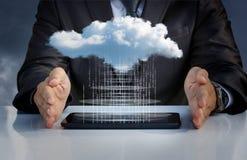Nedladda data från molnet arkivfoto