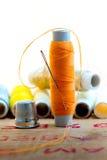 Nedle avec le fil orange de couleur Photo libre de droits