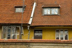 Nedskärning övergivet hus Arkivfoto