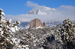 Needlerock em uma manhã clara do inverno Fotografia de Stock Royalty Free