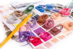 needlework embroidery Cores do fósforo da linha foto de stock