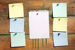 Neem nota van document van verschillende kleuren Stock Afbeelding
