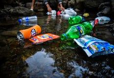 Neem nota van het groene water royalty-vrije stock fotografie