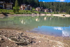 Neem nota van het groene water Stock Foto