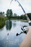 Neem nota van het groene water Stock Foto's