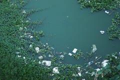 Neem nota van het groene water royalty-vrije stock afbeeldingen